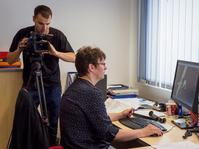 Kamerateam in der REMOS-Entwicklungsabteilung